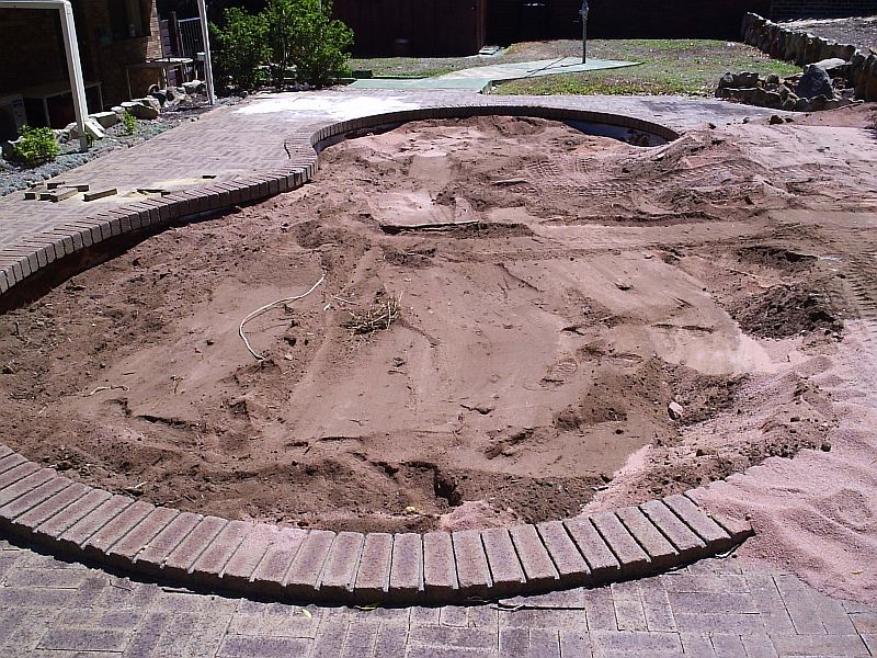 How to fill a swimming pool and make it a garden